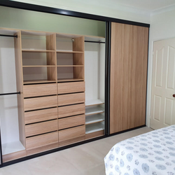 Build in robe with kick base using White HMR Melamine and Polytec Natural Oak Matt with open drawers and black hanging rail