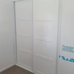 1 set of 2 fully framed Shaker profile 4 sliding doors. 2 pack painted finish. Dias White aluminum trims and tracks
