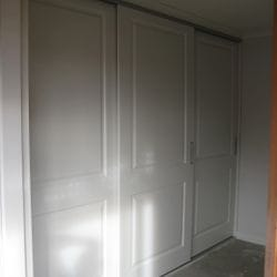 "1 set of 3 sliding doors with ""Sophia""profile. 2 pack painted finish. Satin silver recessed handles. Dias Satin silver top & bottom tracks. Completely frame less - 2 x Hafele door straighteners per door panel"