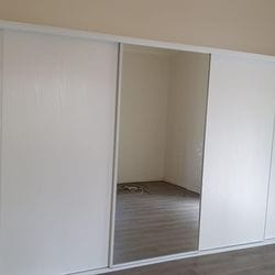 "1 set of 5 fully framed sliding doors . 4 x ""Glacier"" vinyl panels & 1 x silver mirror panel. Dais White aluminum trims & tracks"