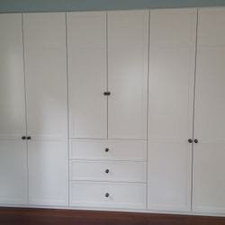 Profile 2 shaker hinged doors and drawer fronts. 2 pack painted finish. Antique Bronze knobs