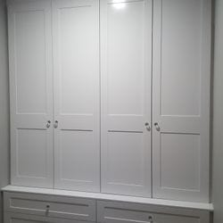 Mud room with shaker profile hinged doors which are stepped back from bottom drawers creating a ledge. 2 pack painted finish. Crystal knobs