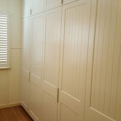 3 sets of 2 hinged doors with profile 2 & VJ insert. 2 pack painted finish. 100mm white finger pull handles. 100mm bulkhead
