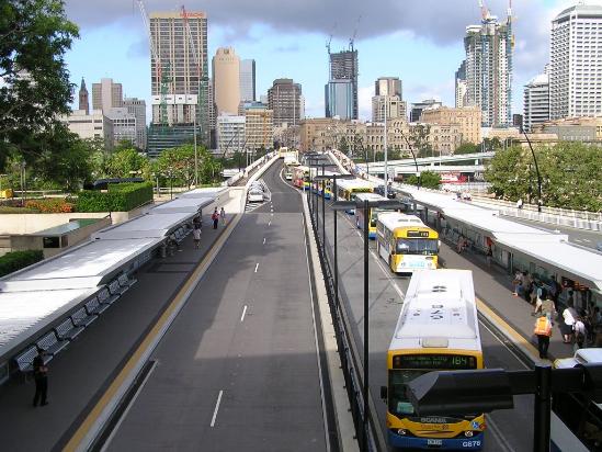 https://upload.wikimedia.org/wikipedia/commons/0/0f/South-East_Busway%2C_Brisbane.jpg