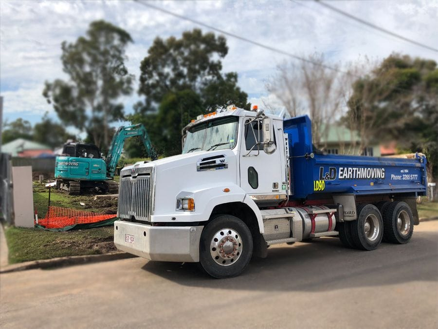 8t L&D Excavator preparing to load tipper for removal