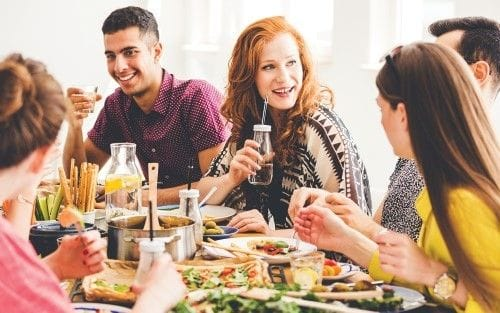 How to balance healthy eating and a social life