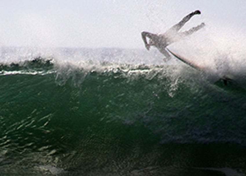 SURFSTITCH DOWNGRADES EARNINGS AS SHARES PLUNGE 25 PER CENT IN A DAY