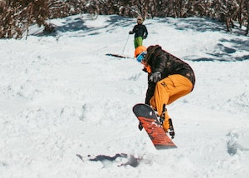 Victorian ski season freezes over as Mt Hotham and Falls Creek resorts suspend operations