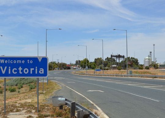 Victoria sets hard border with South Australia
