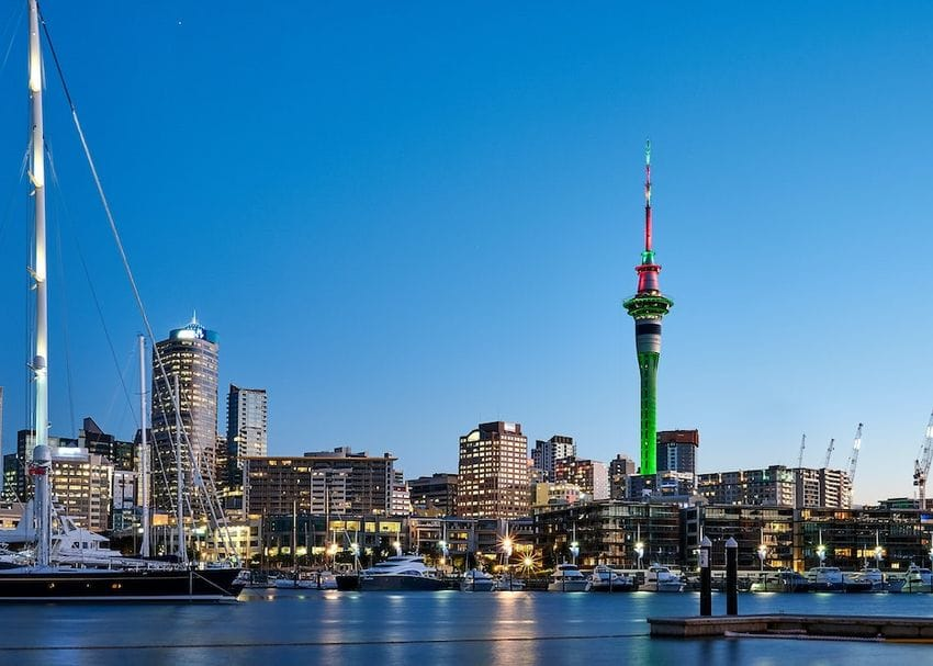 Australia shuts out New Zealanders over Auckland COVID-19 outbreak concerns