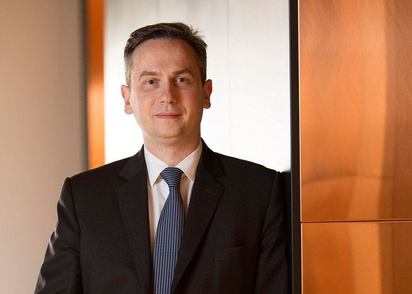 Rio Tinto shareholders vote in protest against remuneration of former CEO