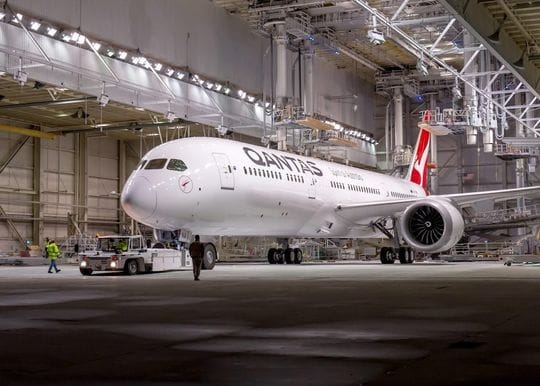 Qantas delays planned resumption of international flights to late December