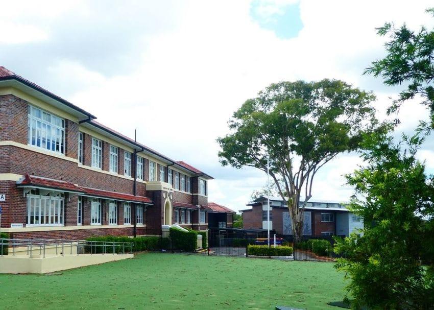Southeast Queensland to enter lockdown as Brisbane school cluster grows