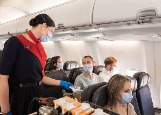 Qantas makes COVID-19 vaccine mandatory for all employees