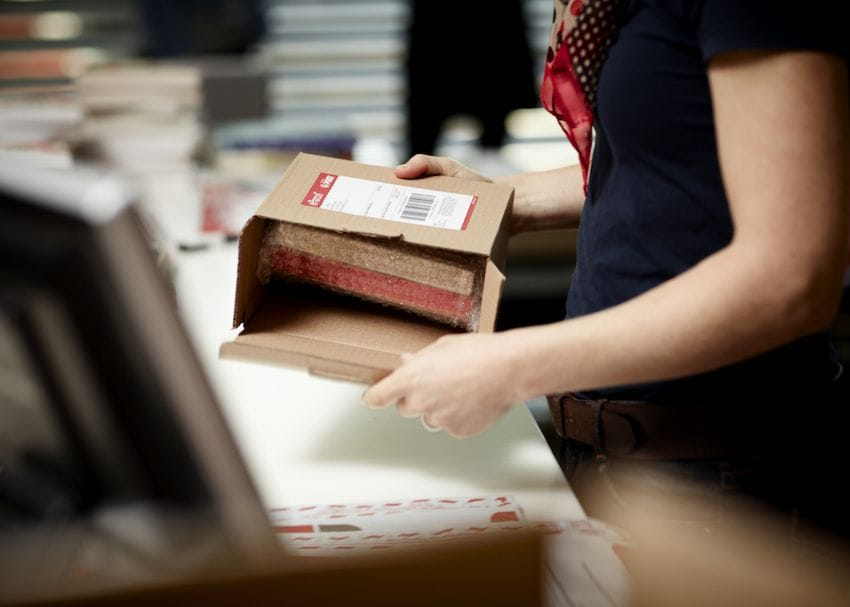 Australia Post to pause e-commerce parcel collections as 500 staff in isolation