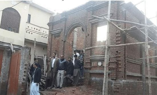 Pakistani Muslims help rebuild Catholic church
