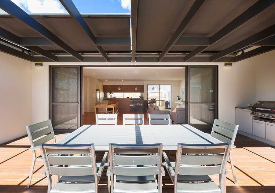 Sundream Retractable Roofing Awning is robust and stops the sun heating up your home or office