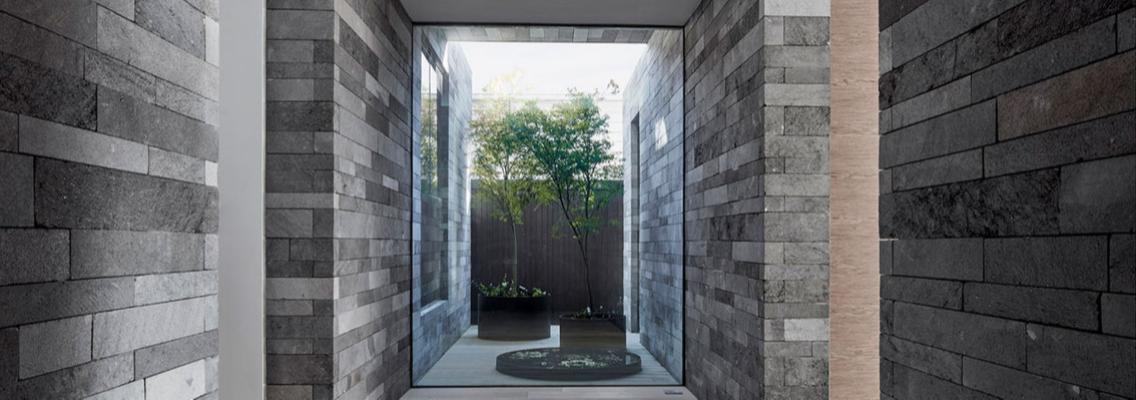 Staxstone - Norstone Natural Stone Veneer - Stone Planc Installation Image