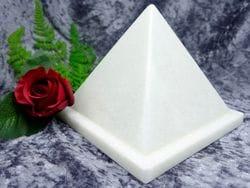 Pyramid Urn white small 04