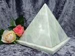 Pyramid Urn jade medium 01
