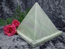 Pyramid Urn jade small 03