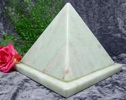Pyramid Urn jade small 04