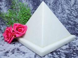 Pyramid Urn white small 05