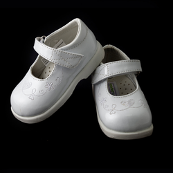 TENDERTOES- White Patent Shoe with Heart and Flower Embroidery