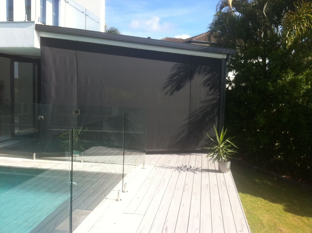 Outdoor cord and pulley blinds on the Gold Coast