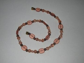 Cracked rose glass, fire-polished Czech crystal, brass glass beads with magnetic closure