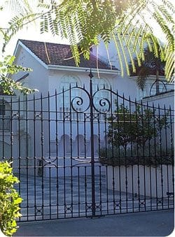 Metal gate design for front yard