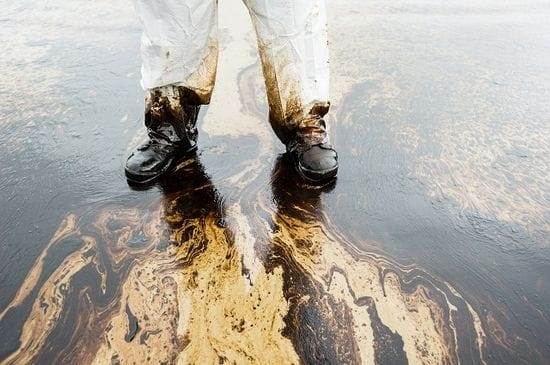How Truck Drivers Can Efficiently Respond to Spills