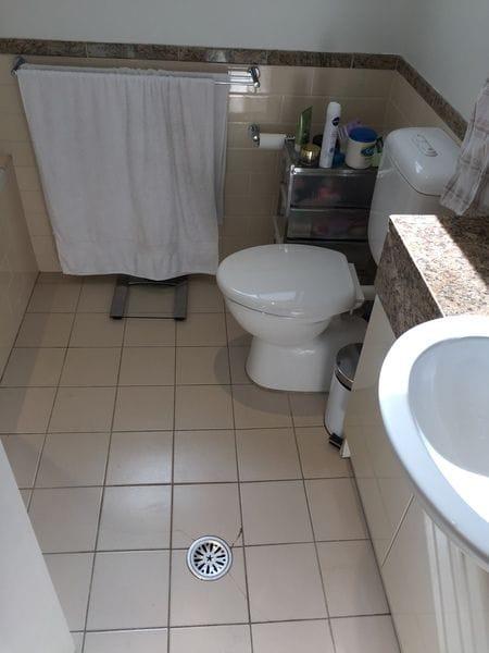 Bathroom before resurfacing