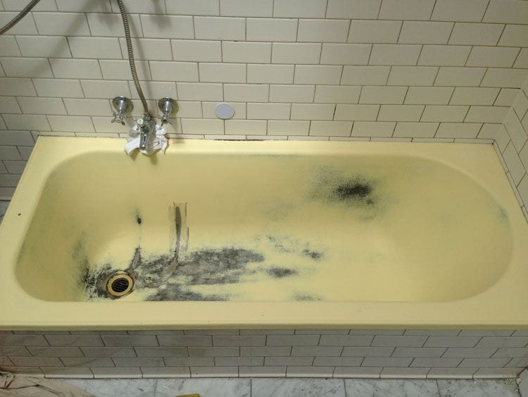 Yellow Bathtub Before Resurfacing | Bathtub Resurfacing | Tub Resurfacing | Bathroom Tub Resurfacing | Melbourne | Sydney | Perth | Gold Coast | Geelong | Ballarat | Adelaide | Wollongong | Bathroom Werx