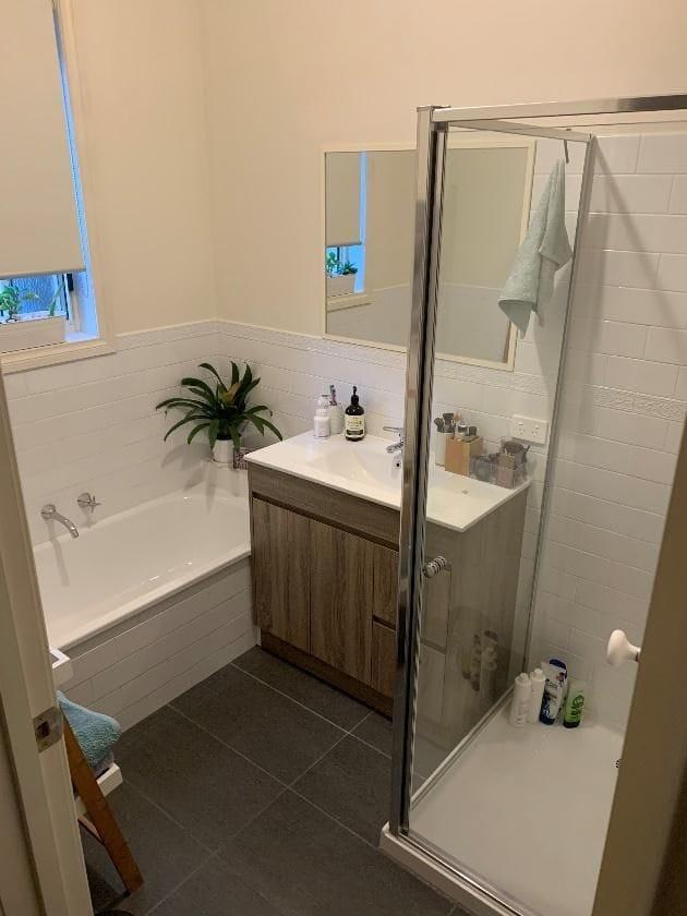 装修后的主要浴室