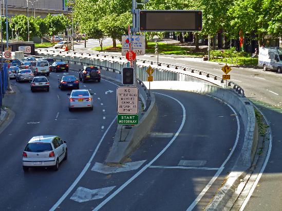 https://upload.wikimedia.org/wikipedia/commons/5/59/Cross_City_Tunnel_entrance%2C_Harbour_Street%2C_Sydney%2C_New_South_Wales_%282010-10-16%29_01.jpg