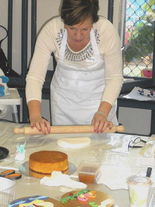 West Stirling Neighbourhood House cake decorating course
