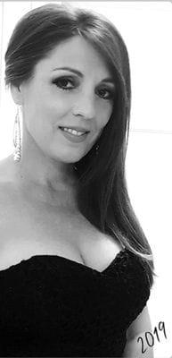 Author Lola Sandy