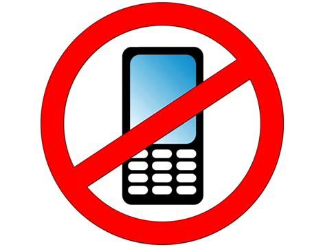 Call to ban Mobile Phones in Schools