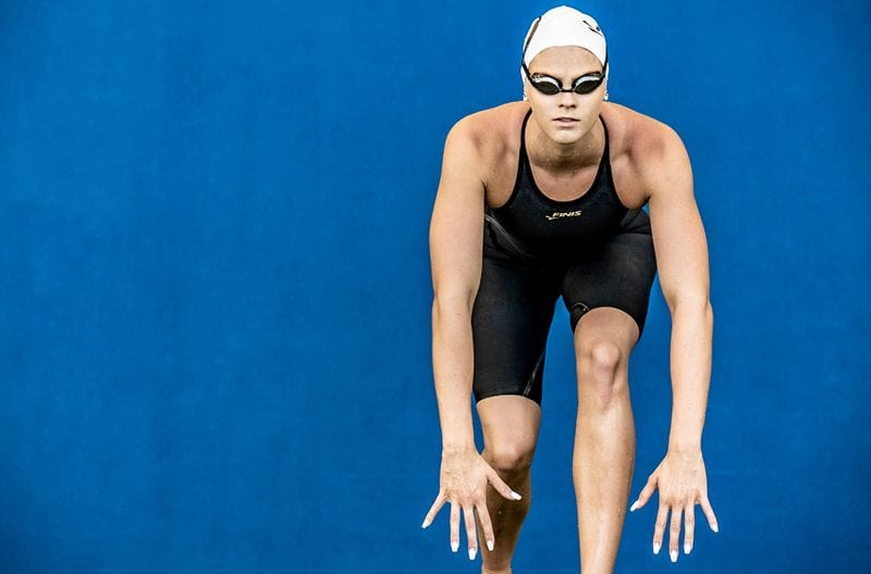 FINIS SIGNS WORLD RECORD HOLDER SHAYNA JACK