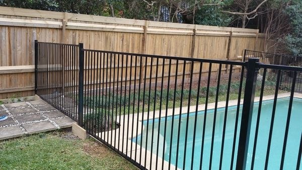 20180608_Turramurra_new pool fence & raised boundary fence