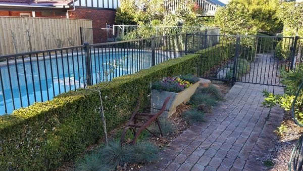 North-Epping-alum-pool-fence-timber-boundary-fence
