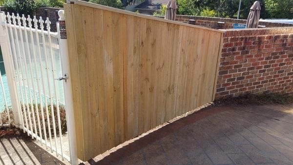 Cherrybrook_replace-non-compliant-brushwood-fence-with-capped-paling