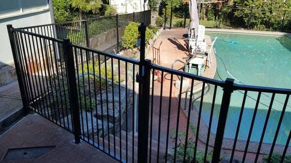 Hornsby_raked-pool-fence---slat-screens