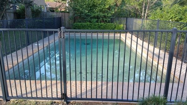 Turramurra_charcoal-pool-fence1.jpg