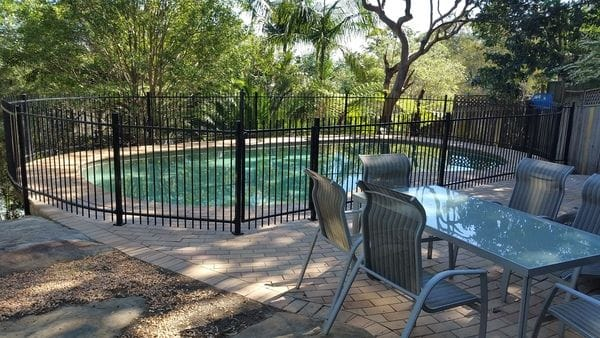 black-alum-pool-fence-to-isolate-pool_Mt-Colah