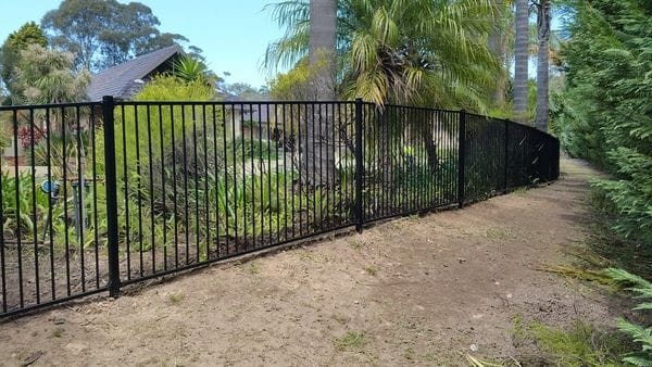 black-alum-raked-pool-fence_Terry-Hills