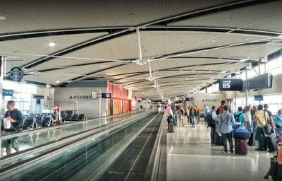 Detroit Metropolitan Airport dining contract to HMSHost
