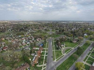 Aviation Subdivision: A neighborhood in two cities
