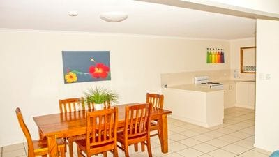 Open plan Dining/kitchen areas